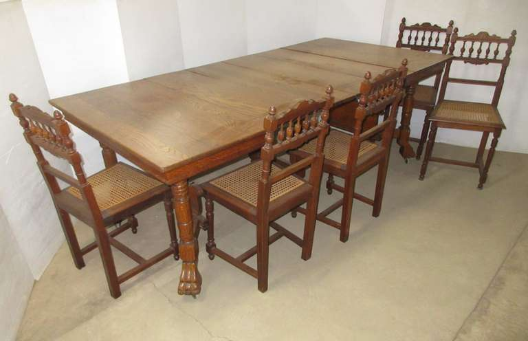 Ornate Victorian Table with (5) Chairs and (4) Leaves