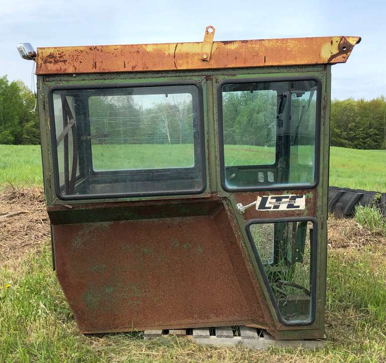 Albrecht Auctions | Lincoln Tractor Cab Off John Deere 4020