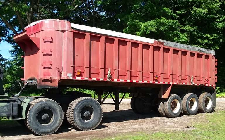 1975 Summit Tri-Axle Steel Grain Trailer, Plastic Bedliner, 11.R-22.5 Tires, Clean and Clear Title