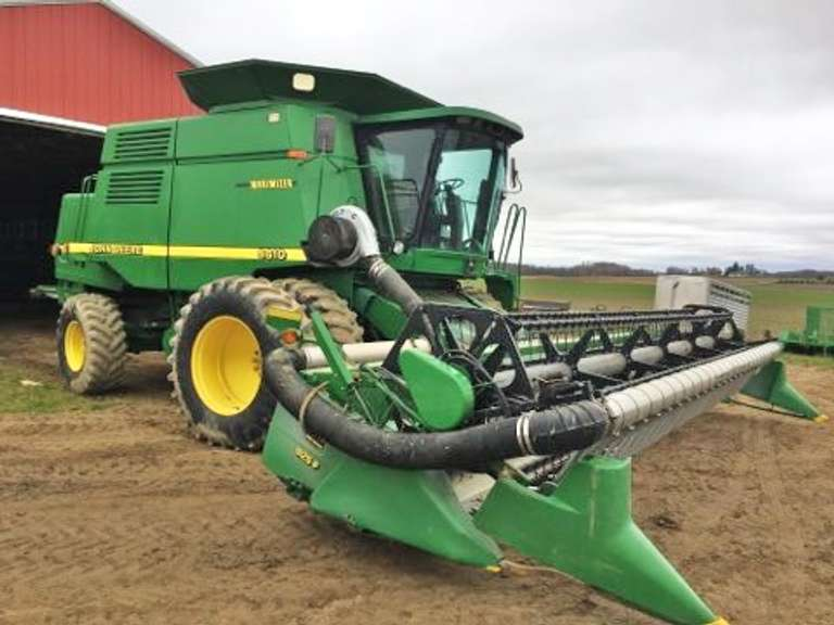 1998 John Deere 9610 4WD Combine, (3922/2609 Hours), Contour Master, New Reverse in 2018, Bin Extension, Long Unloading Auger, New Sprocket and Re-Clean Chain, Grain Elevator Chain, Including John Deere 925F Flex Head with Air Reel