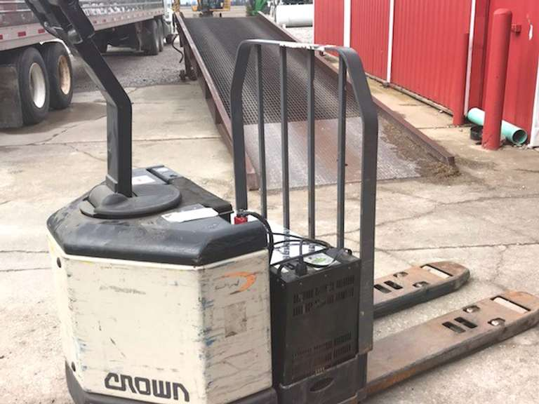 Heavy Duty Electric Pallet Jack, 24 Volt with Charger, 2-Speed, Will Lift Over 7000 lbs., Good Batteries, Works Well