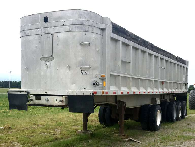 36' Ravens Semi Trailer, Tips Slightly when Elevated Due to Rear Pin Needing Replaced, Stand Gears Need Some Work as Well