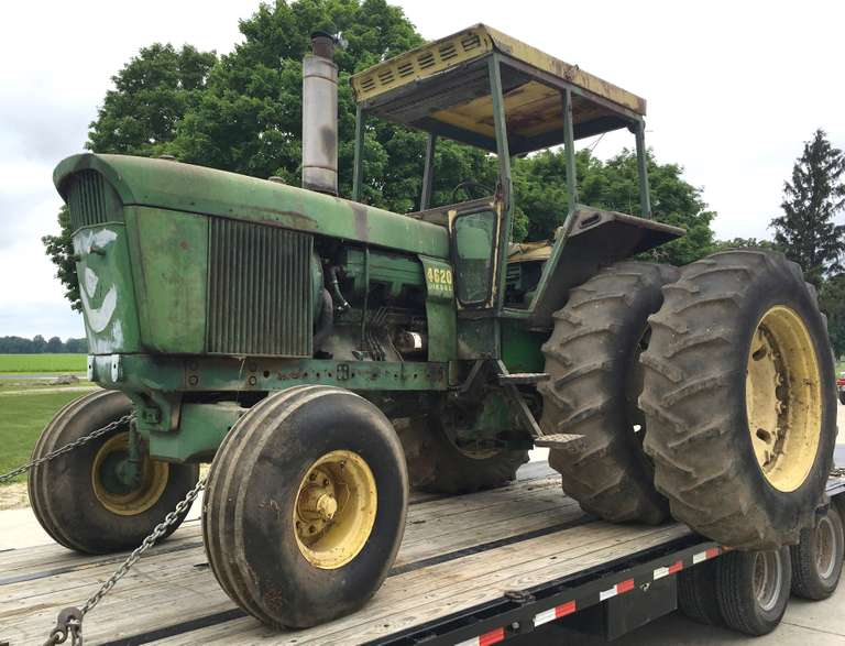 1971 John Deere 4620 Powershift Tractor, Barn Find, Factory Duals, New Batteries, Was Parked for Many Years Because of Rear End Issues, Only Drives on Left Side, but Will Move Around with Differential Lock Engaged, Runs Fine