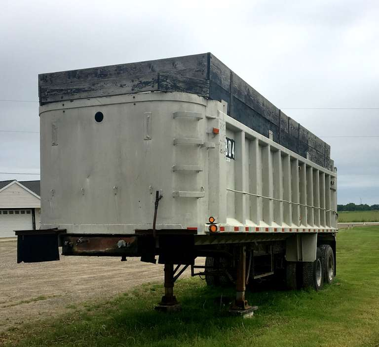 28' Hills (Not Ravens) Semi Trailer, Very Good Condition, Clean and Clear Title, (Title will be available Wednesday, July 17th)