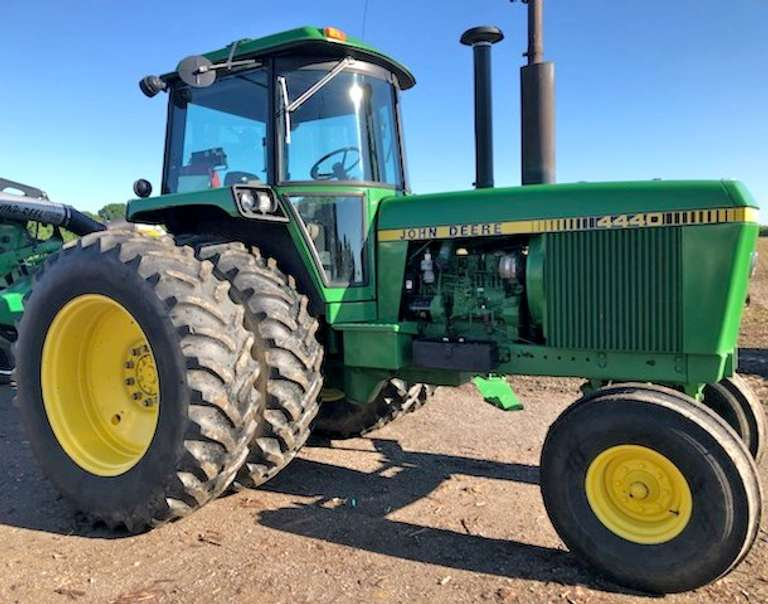 John Deere 4440 Tractor, Low Hours, 2-Hydraulic Outlets, Quad Transmission, Straight Sound Tractor
