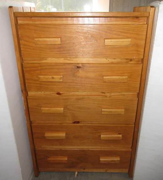 Five-Drawer Pine Dresser, Has a Side Border on Top