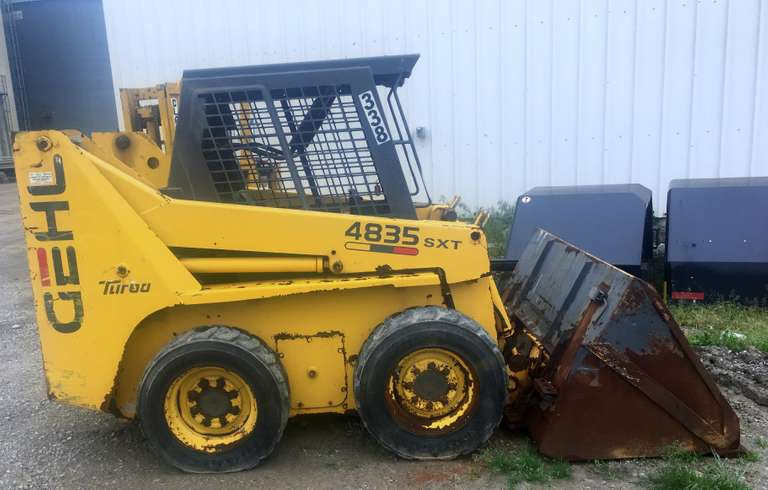 2000 Gehl 4835 SXT Skid Steer, (2100 Hours), Hydraulic Leak, Runs and Drives, Fair Condition