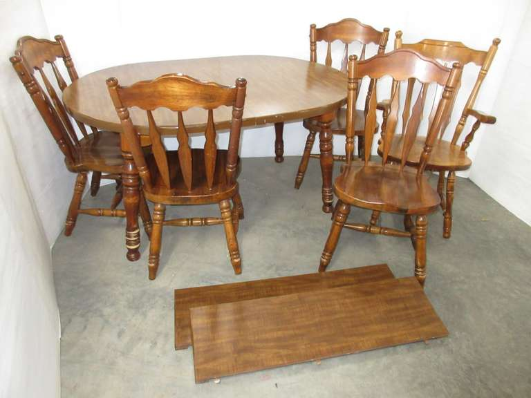 Maple Table with (5) Chairs and (2) Leaves