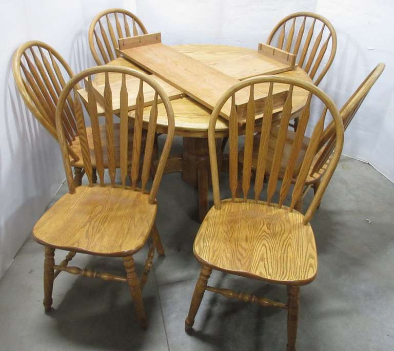 Gascho Table with (6) Chairs and (2) Leaves