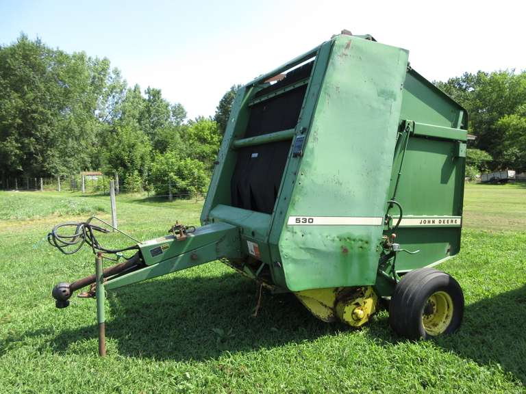John Deere 530 Round Hay Baler, 5' x 6' Rolls, New Belts Last Year, Works Great