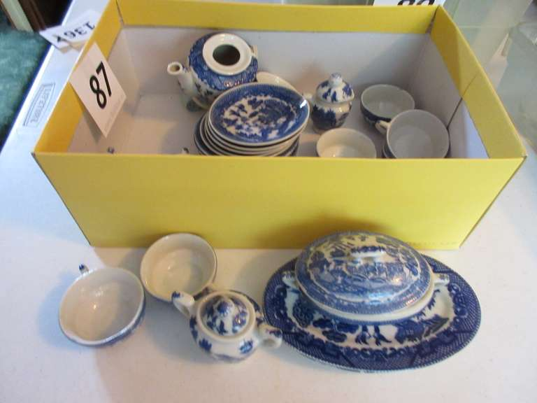 Child's Blue Willow Tea Set, Handle is Broken on Teapot