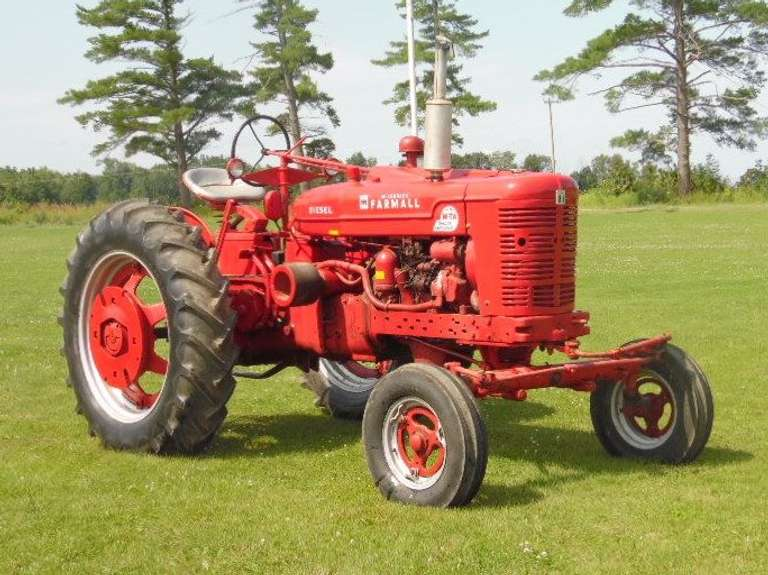 1953 Farmall Super MDTA Tractor, Repainted but Hood Could Use Some TLC, Everything Works, Runs Excellent
