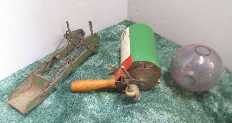 Rare Kasco Seeder Feeder Weeder, Lightning Rod Globe (Chips on Fitter) and Toy Loader for JD Tractor