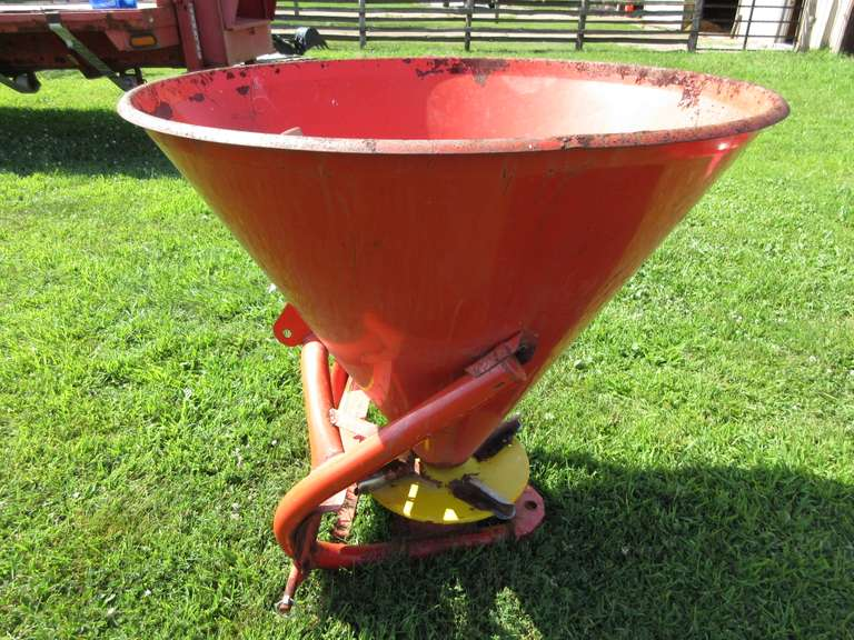 Tractor Supply 500 3pt. Seeder Spreader with PTO Shaft, Fertilizer Spreader Seeder, Broadcast Type