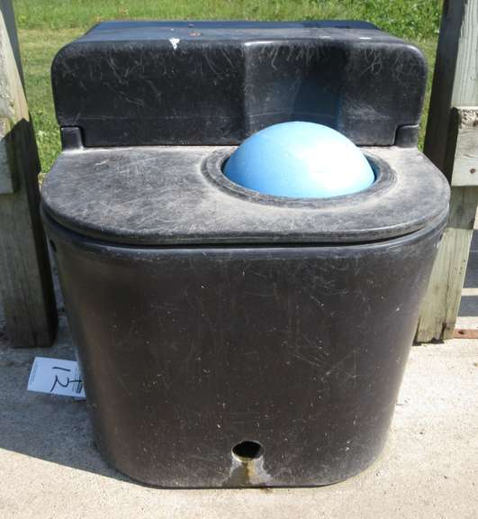 2-Hole Self Waterer, Very Good Condition