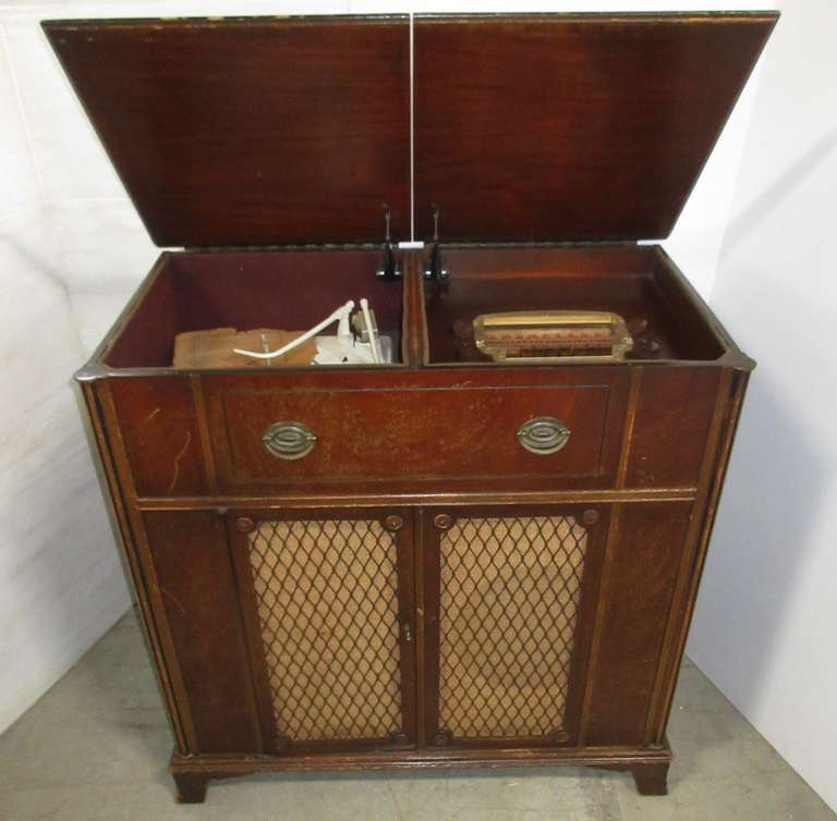 Stromberg-Carlson Radio and Turntable