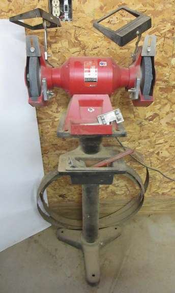 Stupendous Albrecht Auctions Milwaukee 3 4 Hp Bench Grinder On Stand Gmtry Best Dining Table And Chair Ideas Images Gmtryco