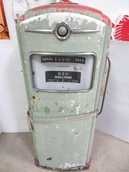 Albrecht Auctions | Bennett Gas Pump, Model 966, Vintage