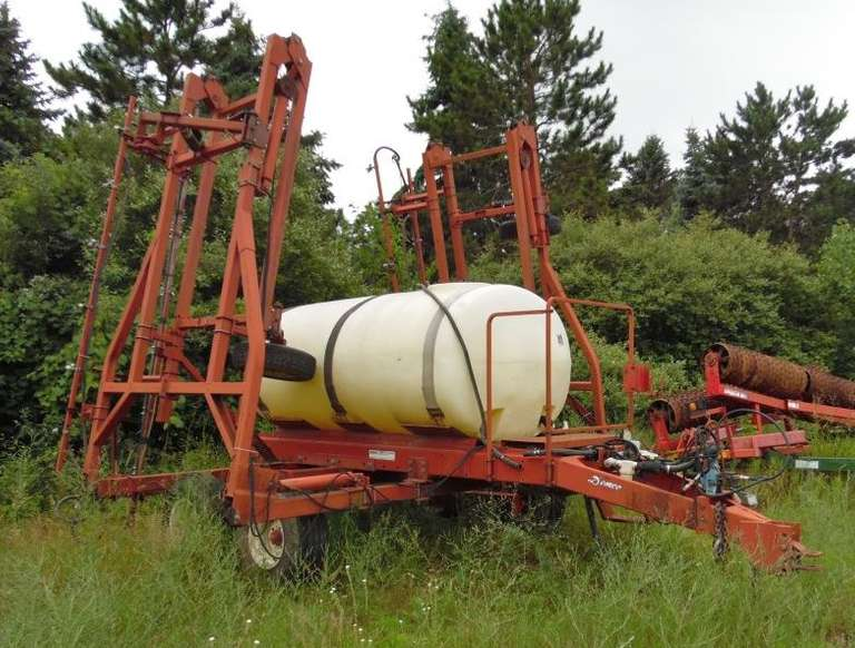 1000-Gallon Demco Sprayer, 55 Booms, Hydraulic Pump, Tank was Repaired