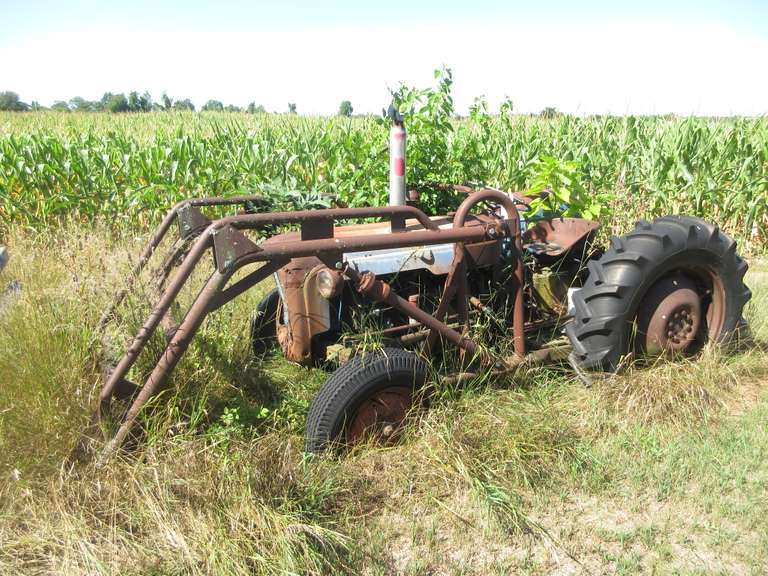 Fordson Dexta Tractor with Loader, Comes with Manual and Instruction Books, Dated 1957, Been Sitting for Years, As Is, No loader tractor available to load this item
