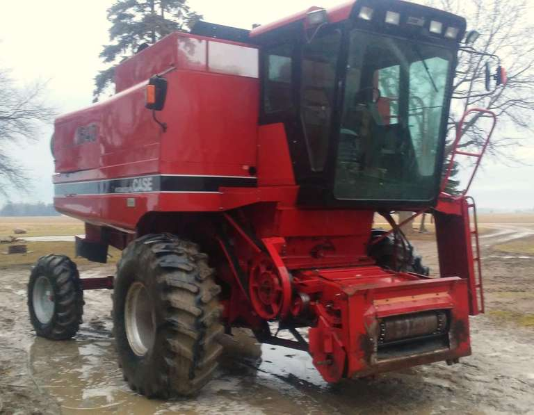 1986 Case International 1640 Combine, (4982 Engine Hours), New Feeder House Chain in Fall of 2017, Rock Trap, Has Straw Chopper, New Feeder House Drum Fall of 2018, Chaff Spreader, Rotor and Chopper Well Balanced