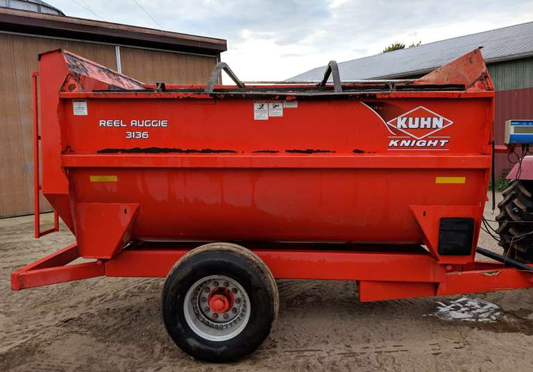 2010 Kuhn Knight Reel Mixer, 540 PTO with Scale and Lights