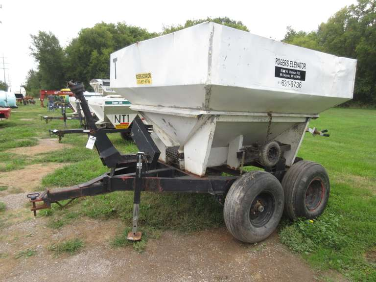 4-Ton Tandem Axle Fertilizer Spreader, 12.5L-15SL Tires, Three Tires are Weather Checked, Control Letter T