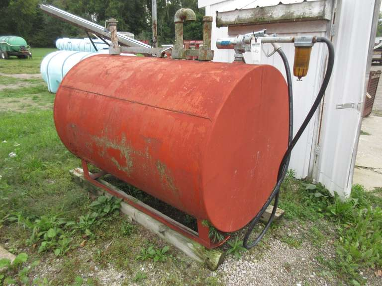 500-Gallon Gas Tank with Great Plains Pump
