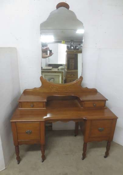 Older Vanity Table with Mirror, Four Dovetail Drawers, All Work