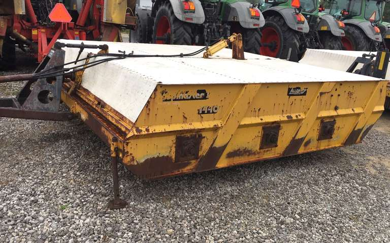 "Alloway Model 1440 6-22"" Row Beet Defoliator, Can be Switched to 6-20"" Row or 4-30"" Row, 3-Gear Boxes, 4-Cleated Tires, Gearboxes Seem Good, No Belts, Not a Parts Machine"