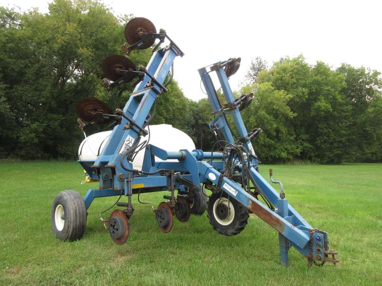 Dalton Liquid Fertilizer Applicator with 750-Gallon Tank, Frame Approx. 11'W Plus 7 1/2'Wings
