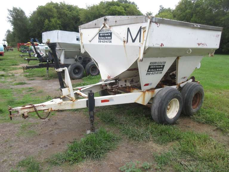 4-Ton Tandem Axle Fertilizer Spreader, 12.5L-15SL Tires, One Tire is Weather Checked, Control Letter M