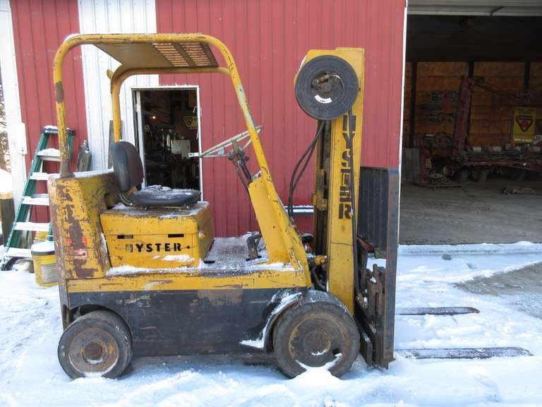1970s Hyster Forklift, Gas Engine, 8000 lb. Capacity, (2,190 Hours), Runs but Leaks Some Fuel