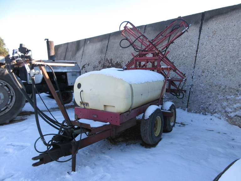 Hardi Sprayer with 40' Boom, 500 Gallon Tank, Hydraulic Motor on the Sprayer