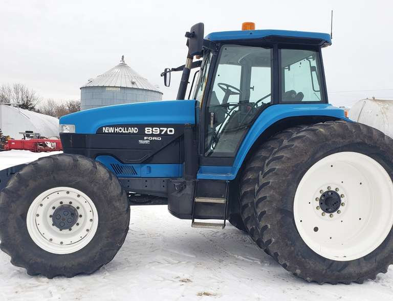 1998 New Holland 8970 Tractor, (7713 Hours - 2301 Hours on Engine Overhaul), SuperSteer, 18.4x46 Rear Duals, 600/65R28 Front, 4-Hydraulic Outlets, Large Front Weights