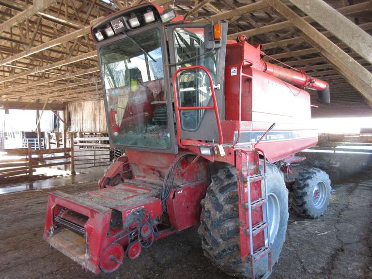 1991 Case IH 1660 RWA Combine, 4300 Hours.  Note:  A video of this item can be viewed.  Click on the Thumbnail photo, locate the picture with the play tab, click play to watch video.