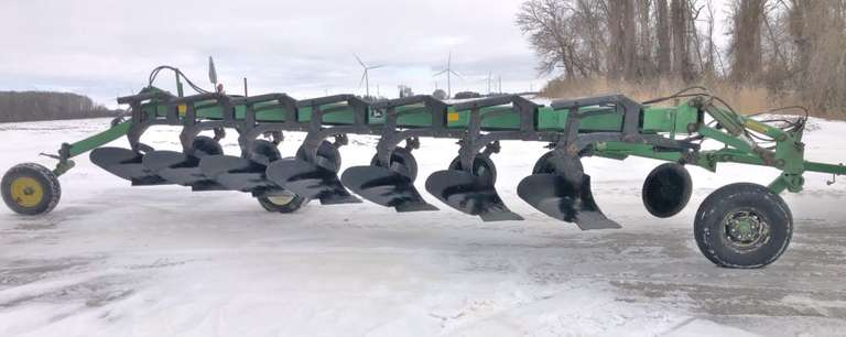 John Deere 3710 On-Land 7-Bottom Plow, New Hydraulic Hoses in 2019, Hydraulic Variable Width, Very Good Condition