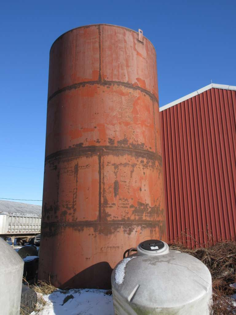 Steel 28% Nitrogen Tank, (20,000 Gallon).  NOTE:  Buyer is responsible for the safe removal of this item.  Assistance will not be provided.