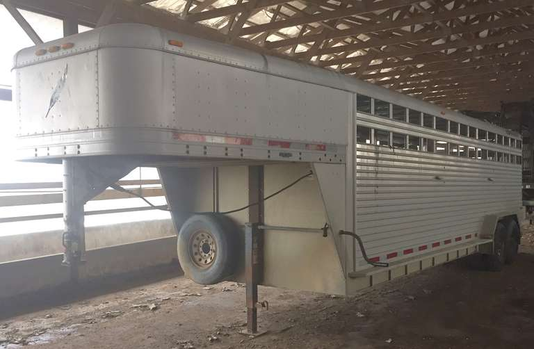 2005 24' Featherlight Gooseneck Cattle Trailer, 2-Dividing Gates, Also Comes with a Spare Tire, Clean and Clear Title
