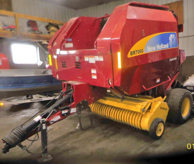 2014 New Holland 7060 Roto Cut Round Baler, Bale Command Plus Monitor, (Approx. 6900 Bales)