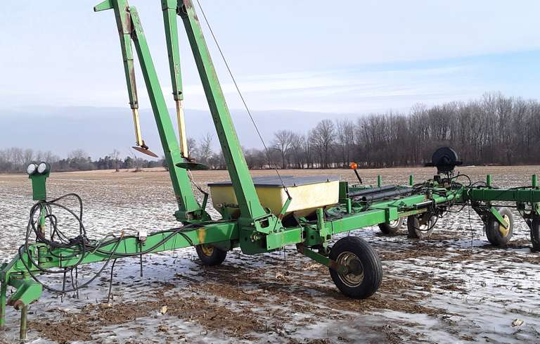 John Deere 30' Planter Frame with Markers