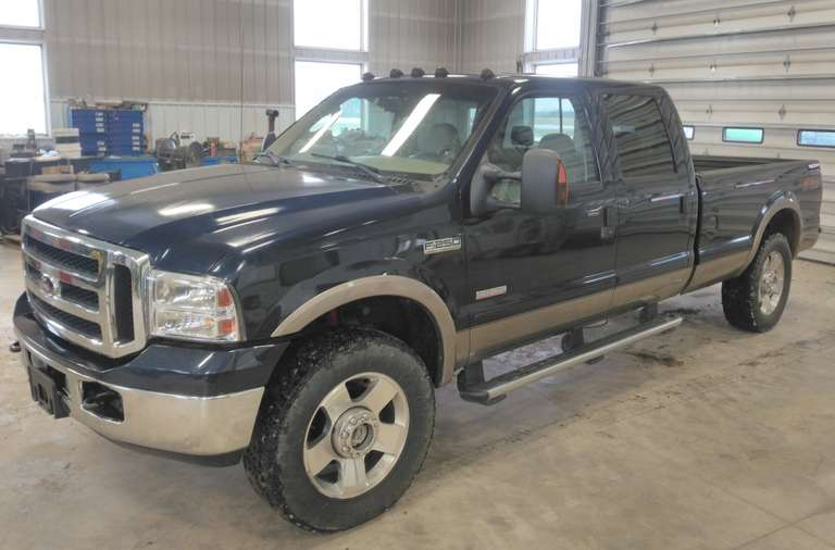2006 F-250 Lariat Crew Cab with 8' Box, (220,613 Miles), 6.0 Diesel Engine, Leather Interior, Sunroof, Six-CD Player, New Front Brakes and Steering Box, From Alabama (Never Seen Salt), Clean and Clear Title