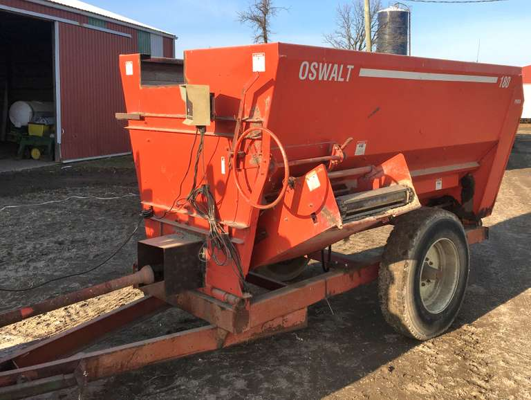Oswalt 180 Mixer Feed Wagon, 540 PTO, Hydraulic Drive Conveyor Discharge, (Augers, Drive Chains and Stainless Steel Line Under Auger are All in Excellent Condition), Unloading Conveyor Chain and Bearing were New in 2018, Scale Works Well, Unit Works Well, Just Replaced with a Larger Unit