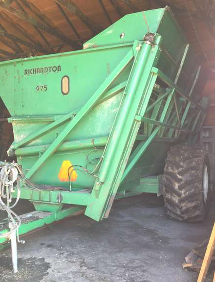 2002 Richardton 975 Dump Cart, 30.5x32 Rubber, Good Condition