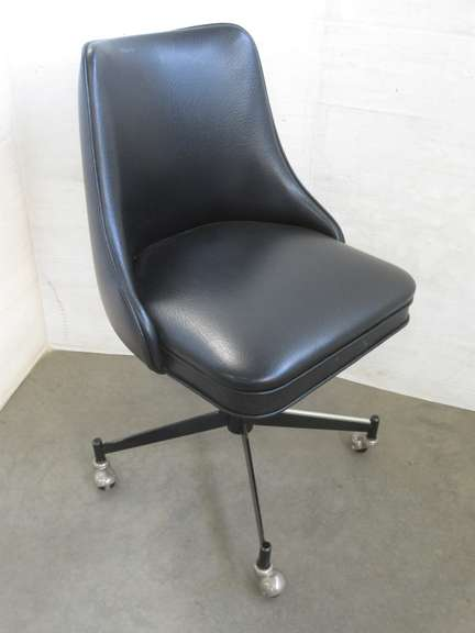 Swivel Chair, Black Vinyl