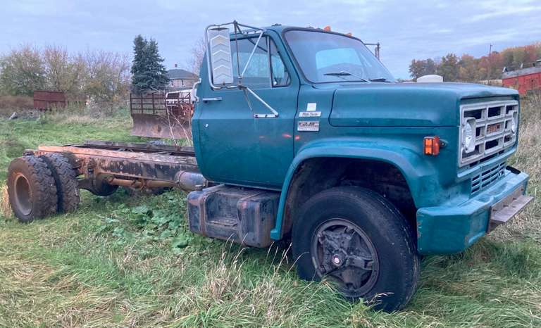 1979 GMC 7000 Truck, Cab and Chassis with Transmission, No Engine, Good Condition, Clean and Clear Title