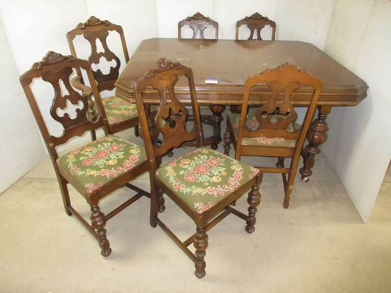 Jacobean Dining Table with (6) Chairs: 1- Arm, 5- No Arm, Matches Lot Nos. 1 and 11
