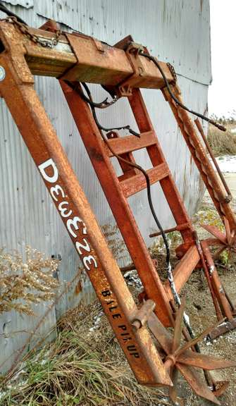DewEze 3-Point Round Bale Mover, Arms Move In/Out and Up/Down, Needs Works (Needs Cylinder)