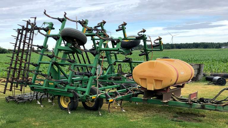 1992 John Deere 960 27' Field Cultivator with 5-Bar Levelers and 200-Gallon Tank