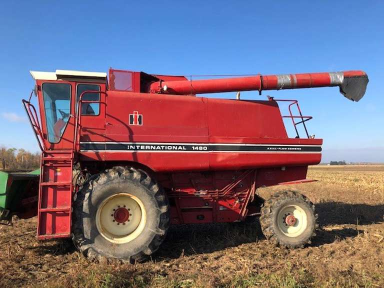 International 1480 4WD Combine, (5802 Hours), Many New Bearings, New Belts, New Bushings, Currently in Use in Corn, Good Condition